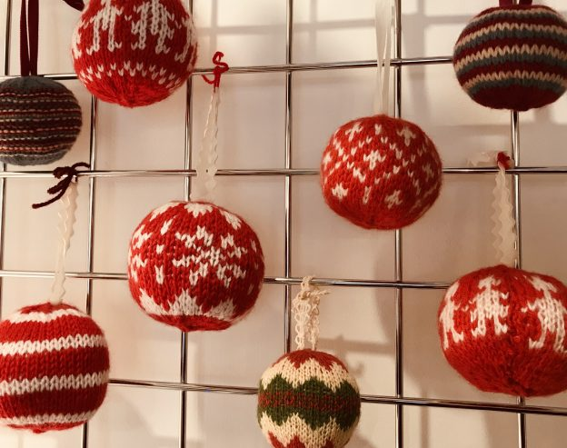 Christmas Baubles.Knitted Christmas Baubles Discover Frome