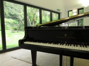 Image of piano from Jackdaws